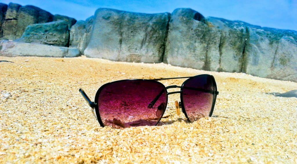 the ultimate guide to sun protection : choosing sunglasses