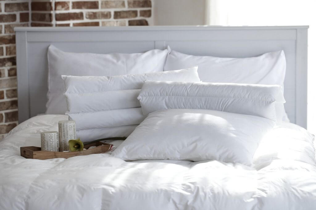 complete spring cleaning guide : bedrooms