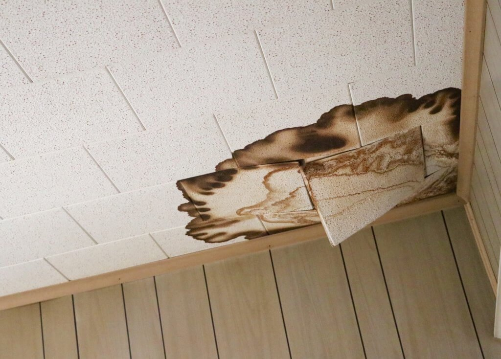 the ceiling before the DIY Kids Room Makeover