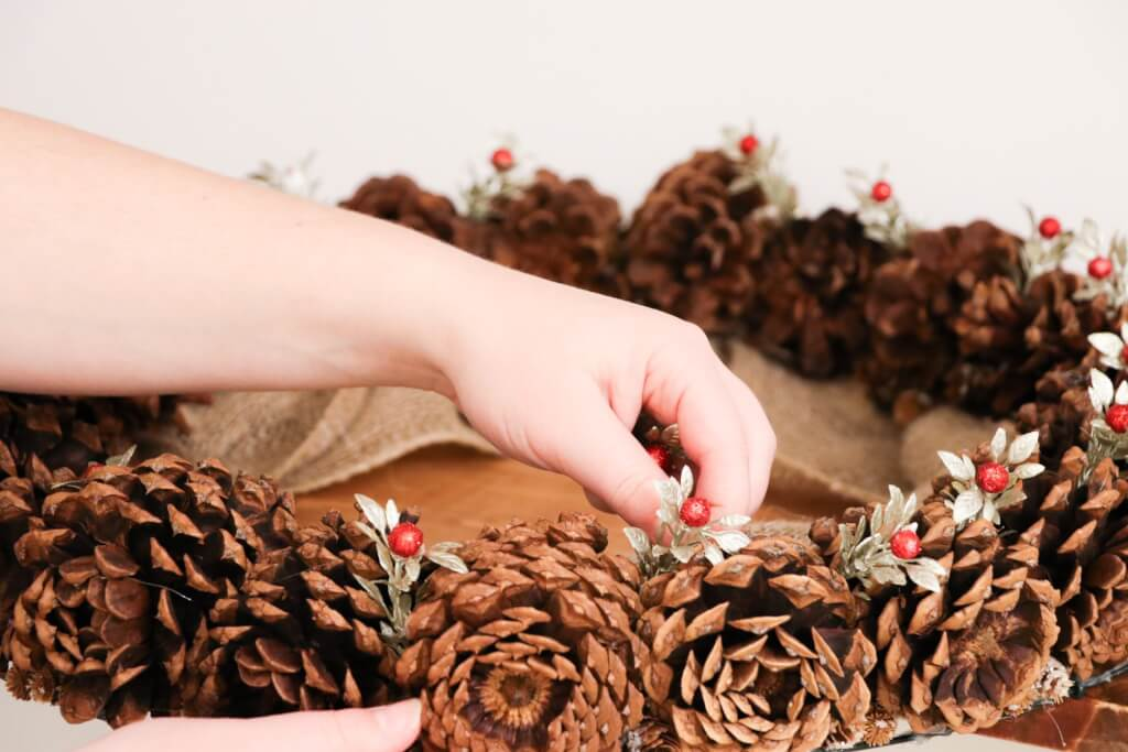 pine cone christmas wreath- decorate