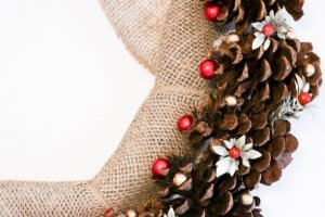 pine cone christmas wreath- featured image
