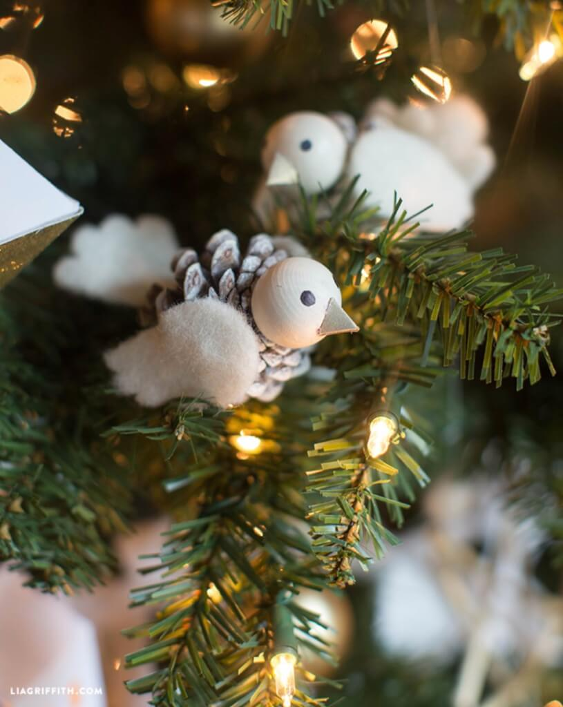 christmas pine cone crafts- felt and pine cone animals