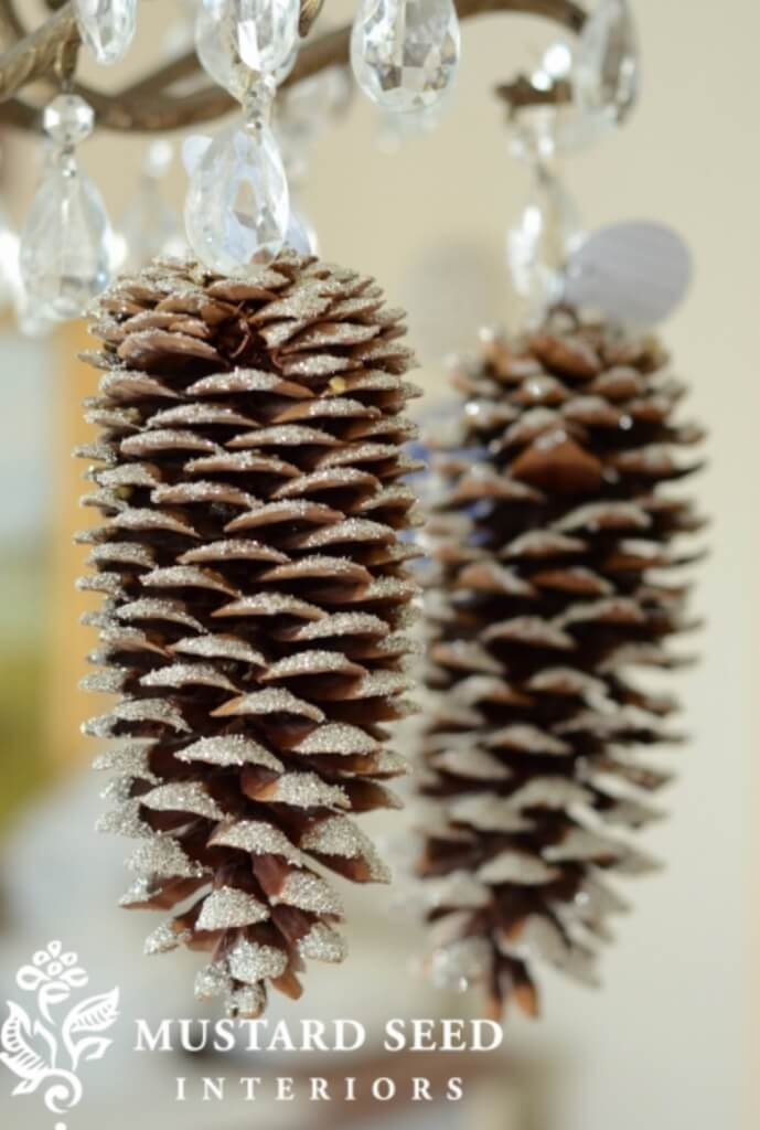 christmas pine cone crafts- glittery pine cones