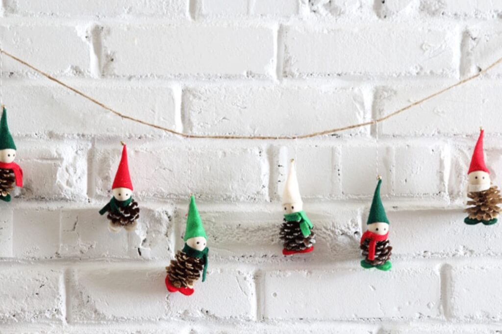 Christmas pine cone crafts- little elves