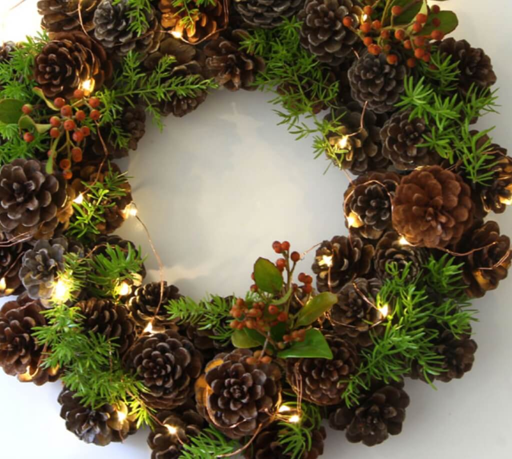 Christmas pine cone crafts- one hour wreath