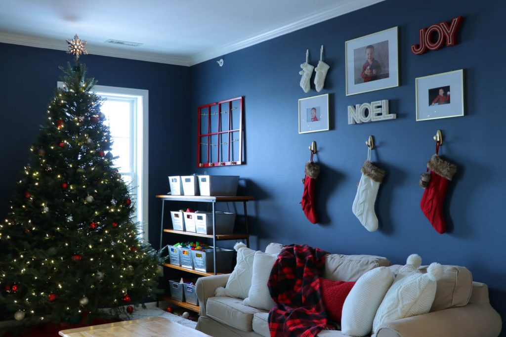 christmas home tour 2017- gallery wall day