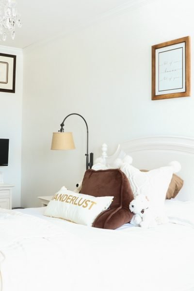 How to Declutter Your Bedroom-fetured image